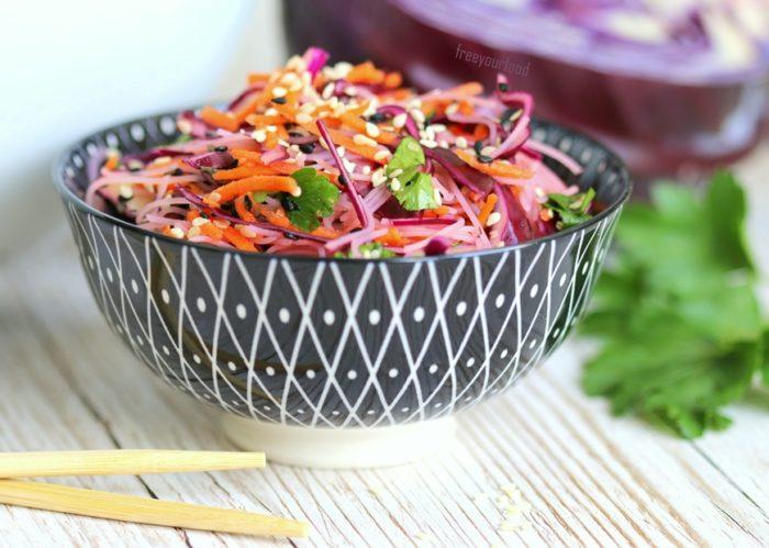 Thai-Salat vegane Rezepte Salate Reisnudeln Glasnudeln Rotkohl