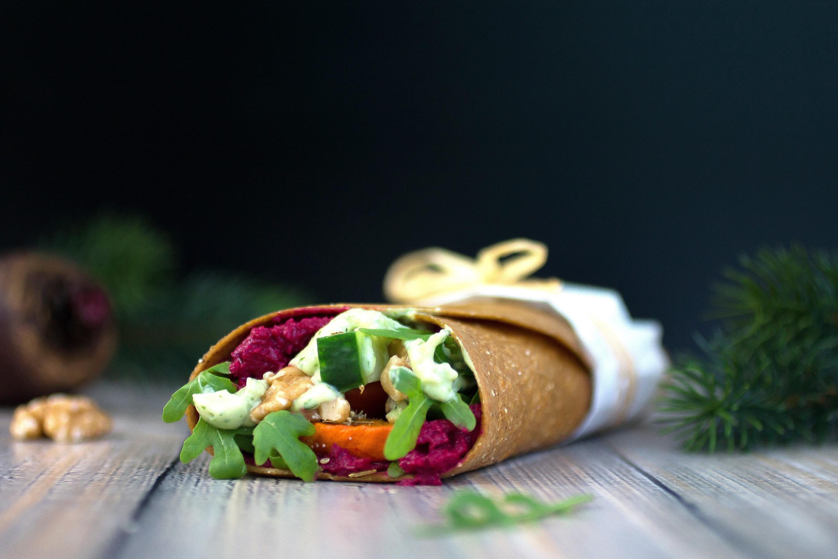 Lowcarb-Wraps mit gebackenem Kürbis, Avocadocreme und Hummus