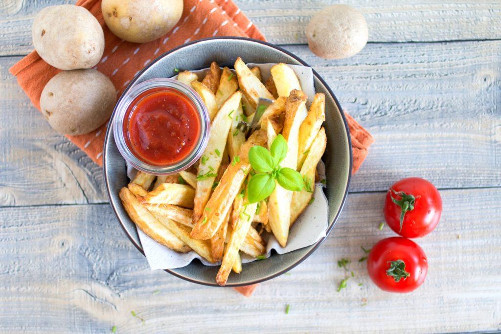 Der Klassiker schlechthin: Fettarme Pommes aus der Heißluftfritteuse