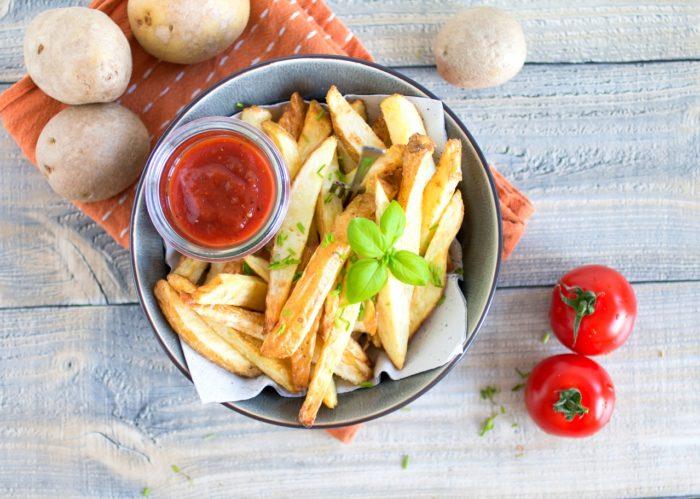 fettarme Pommes aus der Heißluftfritteuse