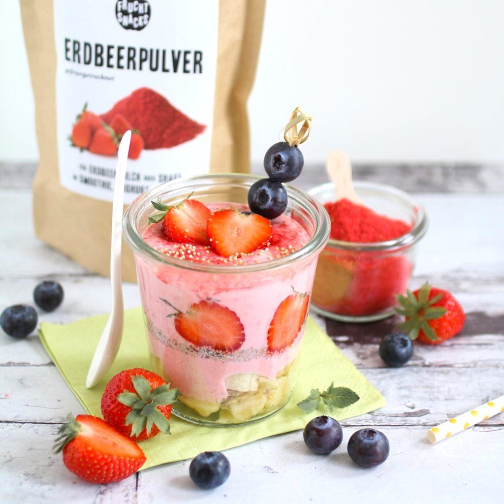Joghurtbowl mit Erdbeerpulver