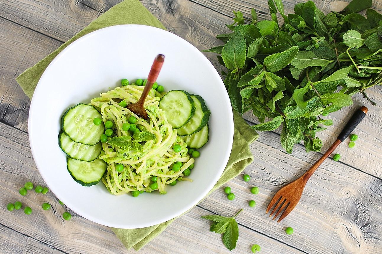 Spaghetti mit cremigem Erbsen-Minz-Pesto