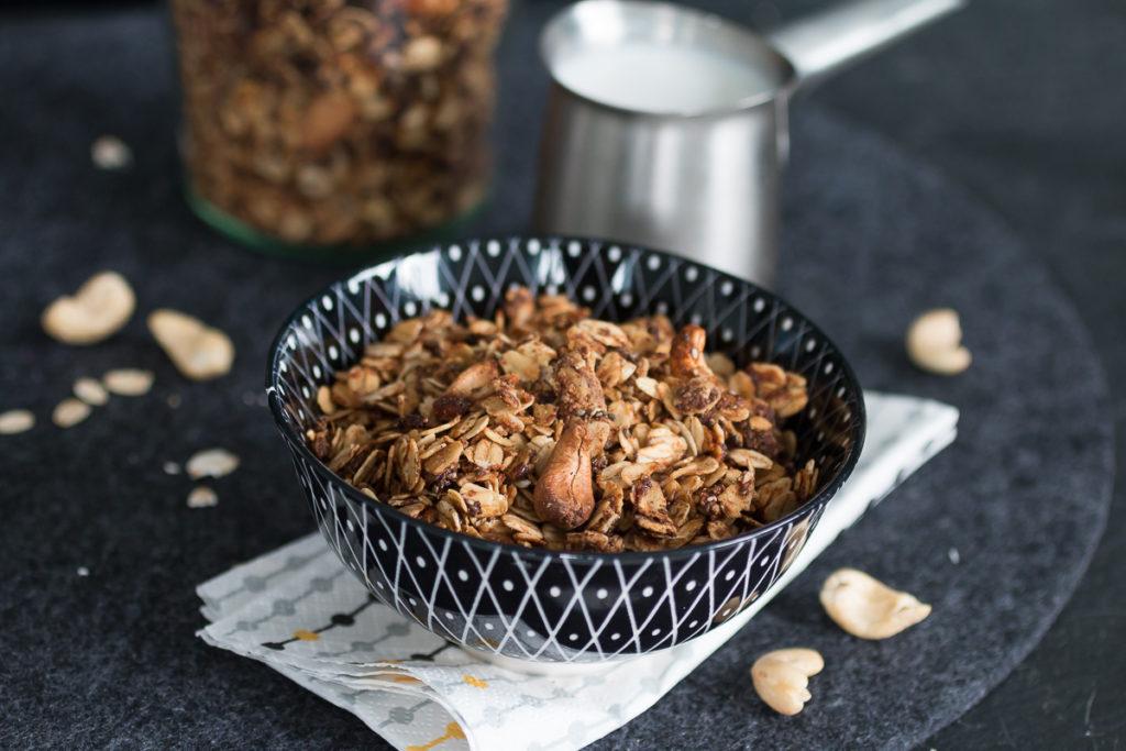 Geröstetes Cashew-Zimt-Müsli crunchy Granola