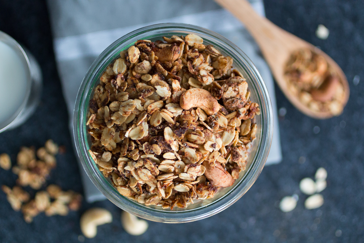 Ofengeröstetes Cashew-Zimt-Granola