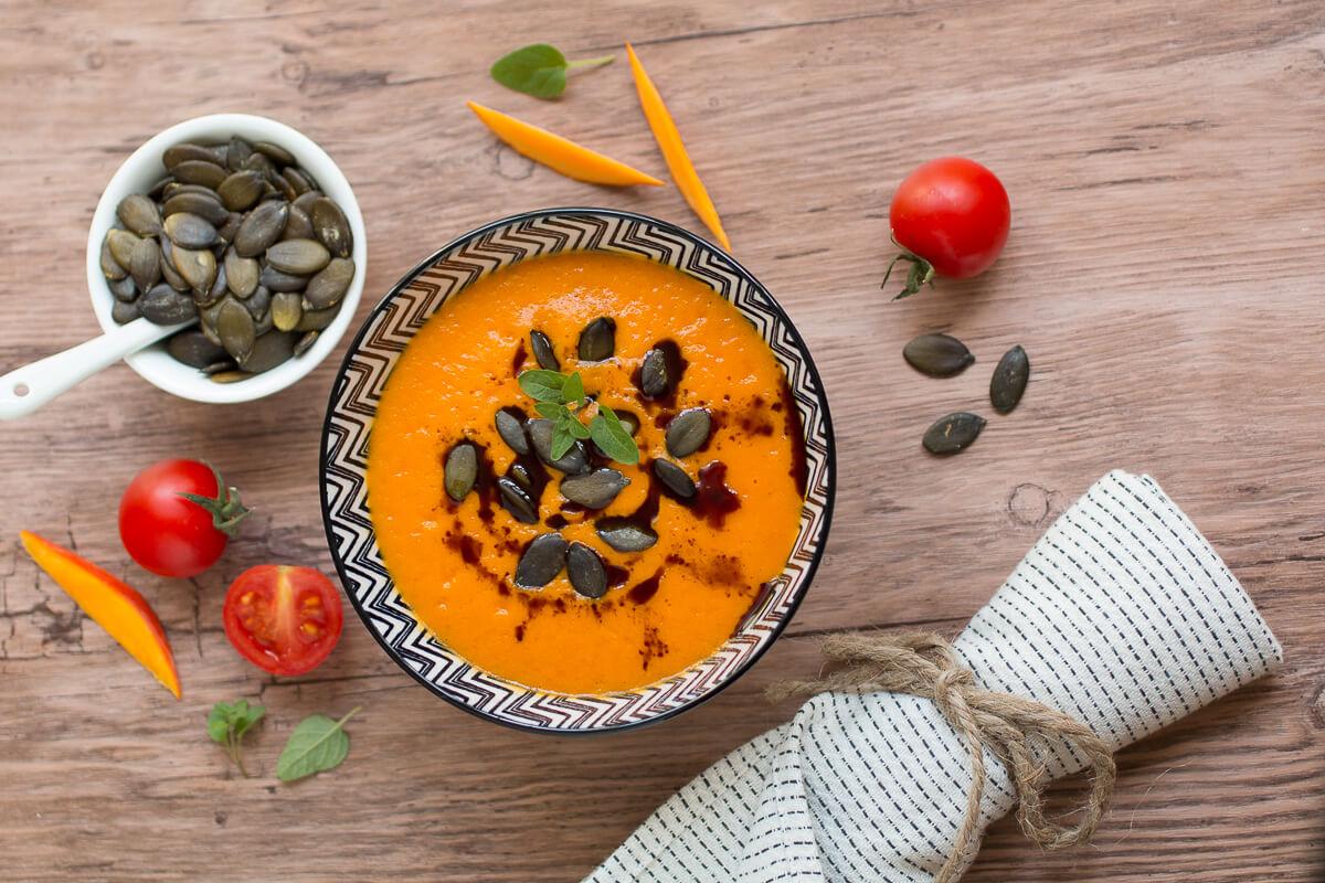 Kürbis-Tomatensuppe vegan glutenfrei Abendessen leicht abnehmen