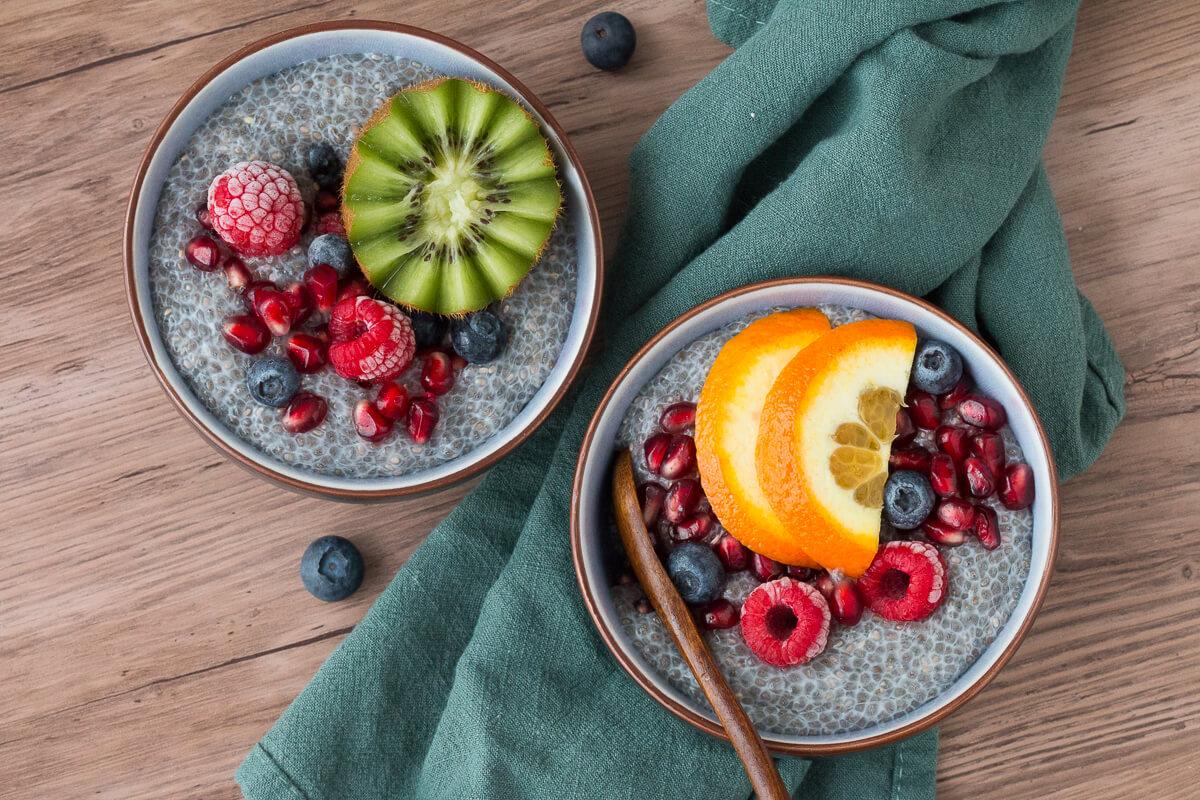 Heute gibt's ein einfaches Basis Chiapudding Rezept, welches sich beliebig abwandeln und umgestalten lässt. Sei kreativ und probiere Dich aus.