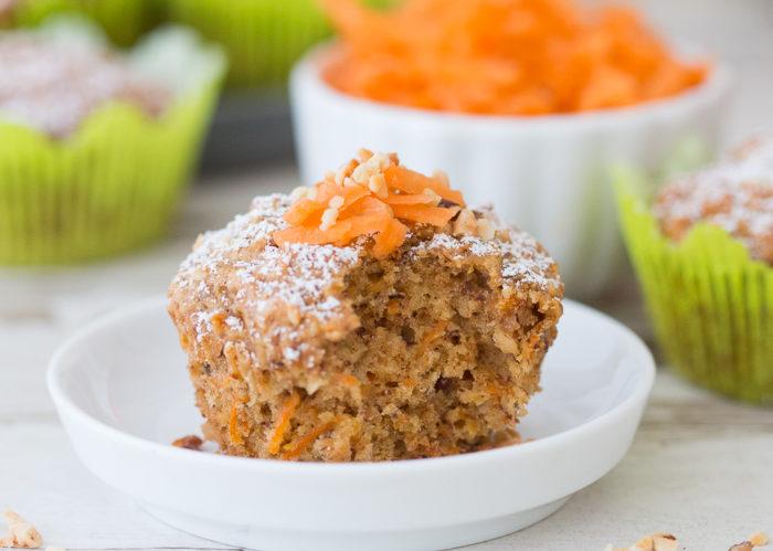 Rüblikuchen ist der Klassiker schlechthin zu Ostern, doch auch zu jeder anderen Jahreszeit kann das zuckerarme und fettreduzierte Kuchenrezept punkten.