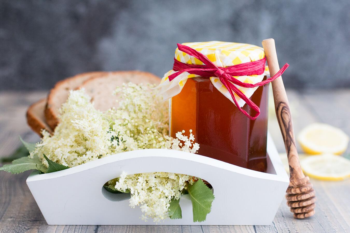 Alternative zu Holunderblüten-Gelee: Mein Rezept für veganen Holunderblüten-Honig